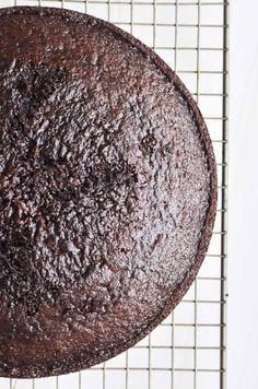 Ina Garten's Chocolate Cake Recipe is the ultimate chocolate layer cake from the Barefoot Contessa herself ~ it makes the perfect birthday cake! Butter Frosting, Vanilla Frosting, Butter Cakes, Vanilla Cake, Chocolate Flavors, Chocolate Recipes, Chocolate Cakes, Easy Cake Recipes, Baking Recipes
