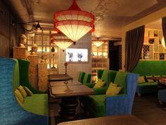 KЛEVER cafe tarjoaa slaavilaista ruokaa. Tutustu tuolla: http://www.klever-cafe.ru/