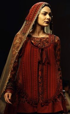Sabyasachi Mukherjee can do no wrong in my eyes; I love all of his creations. Love the crimson here.