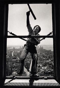 Window washing Best Window Cleaner, High Rise Window Cleaning, Washing Windows, Vintage Windows, School Photos, Fun At Work, Weird World, Street Photo, Black And White Pictures