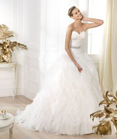 A-Line Strapless Sweetheart Ruching Crystal Belt Feather Detail Tulle Brush Train Lace Wedding Dresses
