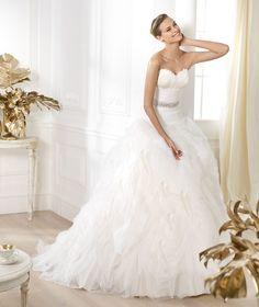 Pronovias vous présente la robe de mariée Leina. Dreams 2014. | Pronovias