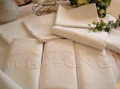 Superbe série de 10 serviettes en damas de lin, fruits d'automne, mono MC ou MT