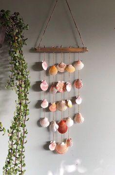 Seashell Projects, Seashell Crafts, Beach Crafts, Seashell Jewelry, Seashell Art, Decoration Surf, Diy Wind Chimes, Seashell Wind Chimes, Shell Decorations