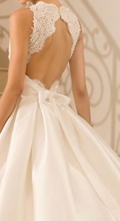 ℓυηα мι αηgєℓ ♡so in love with the back of this wedding gown!