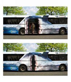 ラッピングバス広告 乗客がジョーズに食われますな