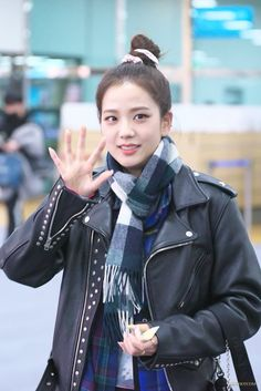 Korean Airport Fashion, Korean Fashion, Blackpink Fashion, Daily Fashion, South Korean Girls, Korean Girl Groups, Seoul, Blackpink Jisoo, Airport Style