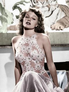 beautiful lace details-old hollywood glamour (Rita Hayworth) Glamour Vintage, Glamour Hollywoodien, Vintage Beauty, Glamour Beauty, Vintage Fashion, Vintage Lace, Glamour Lingerie, Sheer Lingerie, 1940s Fashion