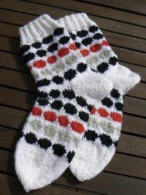 Lady in red: Marimekon räsymattosukat Project Life Scrapbook, Marimekko, Knitting Socks, Lady In Red, Christmas Stockings, Projects To Try, Holiday Decor, Bujo, Knit Socks