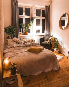 8 Cheap Things to Maximize a Small Bedroom. design Dream Rooms 8 Cheap Things to Maximize a Small Bedroom - UDealing Room Ideas Bedroom, Home Bedroom, Master Bedroom, Bedroom Wall Colors, Bedroom Loft, Bedroom Inspo, Dream Bedroom, Cozy Room, Warm Cozy Bedroom