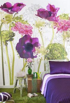 UN MURAL O UN CUADRO GRANDE DE FLORES COMO CABECERA Hola Chicas!! Me encanto esta idea el decorar una pared con un mural de flores o un cuadro grande de una pintura con flores, se ve super bonito, y es una buena idea para decorar tu dormitorio. Les dejo una galeria de fotografias para que vean lo lindo que luce.