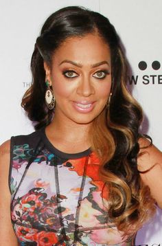 Peinado de Lala Anthony aparecido en la revista Essence, me encantan las mechas.  LaLa Anthony long strands with contrasting highlights as seen in Essence Magazine.