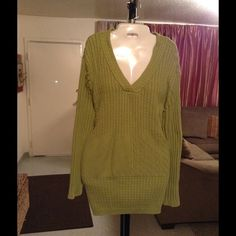 "Liz & Me Sweater By Liz Claiborne Liz & Me Sweater By Liz Claiborne is made of 100% Cotton.  The color is green. The Size is 3X (26/28). The length of the Sweater from top to the very bottom is ""29.5. Laying flat from Arm to Arm is ""26.  Sleeve Length is ""16. This item is in Good condition, Authentic and from a Smoke And Pet free home. All Offers through the offer button ONLY. I Will not negotiate Price in the comment section. Thank You Liz Claiborne Sweaters"