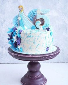 30 ideas for cookies christmas fondant buttercream frosting Cupcakes Frozen, Frozen Party Cake, Frozen Fondant, Party Cakes, Elsa Birthday Cake, Frozen Themed Birthday Cake, Pretty Birthday Cakes, Disney Frozen Birthday, 5th Birthday