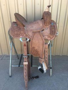 saddle CSB 579 Corriente New Style Barrel Saddle Barrel Racing Saddles, Barrel Saddle, Horse Saddles, Horse Halters, Barrel Horse, Barrel Racing Outfits, Saddle Rack, Riding Hats, Horse Riding