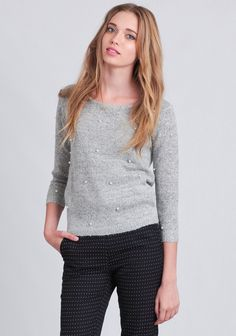Cozy and feminine, this heather gray knit sweater is embellished with faux pearls at the front. Designed with ribbed hems and three-quarter sleeves, this darling sweater can be paired with anythi...