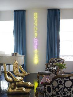 Jonathan Adler: Living room / interior design & decor ideas /  neon lighting as art.