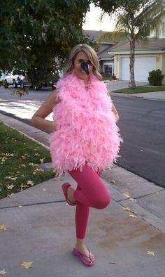 Flamenco lleno de plumas | 32 Sorprendentes disfraces para hacer tú misma que demuestran que Halloween está pensada para adolescentes