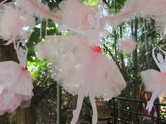 ballerina party: diy ballerinas 5th Birthday Party Ideas, Ballerina Birthday Parties, Ballerina Party, Girls Party Decorations, Tutu Party, Little Girl Birthday, Baby Shower, Childrens Party, Usa