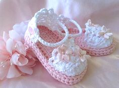 Baby Girl Sandals in Pink, Crochet Baby Girl Booties, Cotton pink and white baby sandals with satin flowers and pearls. Espadrille syle baby