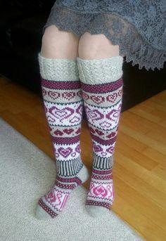 Sinikan sydänsukat. Ohje Novita-lehdestä 3/2016 Wool Socks, Knitting Socks, Designer Socks, Leg Warmers, Fashion, Knit Socks, Leg Warmers Outfit, Moda, Woolen Socks