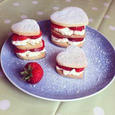 Strawberries and cream shortbread
