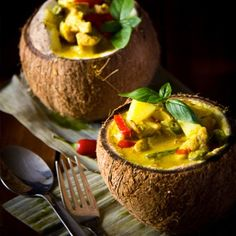 Put the WOW into your next meal with this Thai Yellow Curry served in Coconut Bowls Indian Food Recipes, Asian Recipes, Gourmet Recipes, Appetizer Recipes, Cooking Recipes, Thai Yellow Curry, Thai Curry, Creative Food, Food Design