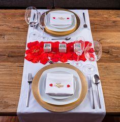 Cena Romántica en casa.Con este pack podrás decorar tu mesa y sorprender a tu pareja, crearéis vuestro pequeño gran momento - LOVERSpack #cenaromántica #decoraciónromántica #mesasrománticas #ideasaniversario #comosoprenderamipareja #lovers #ideasmesaromantica #valentineday #sanvalentin #cenasanvalentinencasa #regalosrománticos #cenaromanticaencasa #cenahotel #loverspack #cajasromanticas #cajasromanticasysensuales #romanticmoment #regalos Romantic Dates, Romantic Dinners, Dates Tree, Surprise For Him, Romantic Themes, Anniversary Dinner, Magic Box, Xmas Food, Deco Table