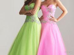 Krásne Spoločenské šaty Rôzne Veľkosti