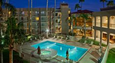 Best Western Plus Scottsdale Thunderbird Suites Scottsdale Located in North Scottsdale near Kierland Commons, this resort is 2 blocks from shops and dining at Scottsdale Quarter. This hotel features an on-site restaurant, outdoor pool and hot tub and rooms with free Wi-Fi.