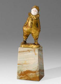 Figur: Knabe als Pierrot, um 1920 Bronze vergoldet, : Lot 4061