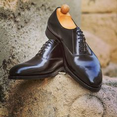 Handmade black Oxford Fabula bespoke shoes reflect timeless elegance for any occasion. Business, graduation or even Valentine's day..😉 -------------------------------------------  Order:info@fabulashoes.com ------------------------------------------  #fabulashoes #fabula_bespoke_shoes #bespoke #bespokeshoes #handmade #handwelted #madetomeasure #madetoorder #bespokemakers #gentlemen #gentlemensclub #gentslounge #classicshoes #dressshoes