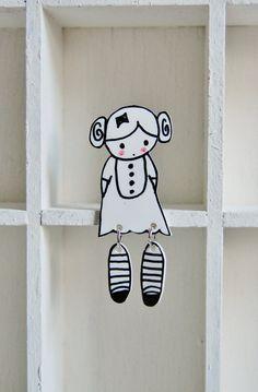 Shrinky Dink Girl with movable leags Plastic Fou, Diy Shrink Plastic, Shrink Paper, Shrink Art, Bakery Design, Cafe Design, Design Design, Kid Furniture, Cardboard Furniture
