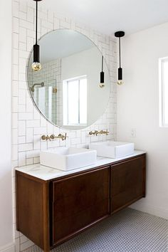 65 Creative Bathroom Ideas for your Modern Bathroom! 65 Creative Bathroom Ideas for your Modern … Modern Vintage Bathroom, Modern Bathroom Mirrors, Modern Bathroom Design, Small Bathroom, Bathroom Ideas, Bathroom Designs, Vintage Kitchen, Fitted Bathroom, Table Vintage