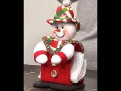 servilletero Navideño - YouTube Christmas Tree Toppers, Felt Christmas, Simple Christmas, Christmas Crafts, Christmas Decorations, Christmas Ornaments, Holiday Decor, Christmas Christmas, Hallmark Disney Ornaments