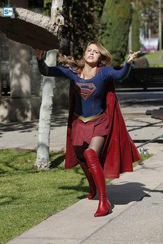 "Supergirl ""World's Finest"" S1EP18"