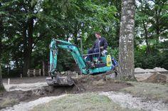 Marnix & collega's van Van Ginkel Veenendaal is druk bezig met de voorbereidingen van de tuin. Met dank aan Hardeman, Steenbergen, Huur en Stuur & Van Ginkel.