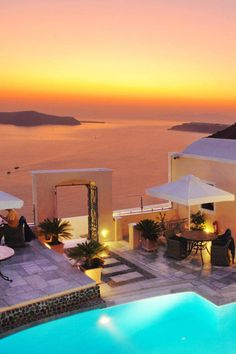 Santorini, - The Hotel Antliz. I stayed here 10 years ago. Santorini was my fantasy destination and was beyond my imagination Oh The Places You'll Go, Places Around The World, Places To Travel, Around The Worlds, Travel Destinations, Dream Vacations, Vacation Spots, Italy Vacation, Beautiful World