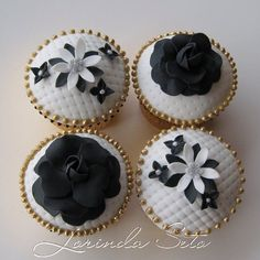 Black, white, and gold cupcakes by Lorinda Seto White Cake Cupcakes, Black And White Cupcakes, Silver Cupcakes, Elegant Cupcakes, Pretty Cupcakes, Beautiful Cupcakes, Fun Cupcakes, Wedding Cupcakes, Cupcake Cookies