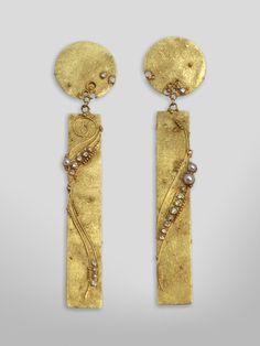GERDA FLÖCKINGER CBE EARRINGS #704 - 1986. 18K gold, cultured white pearls, diamonds