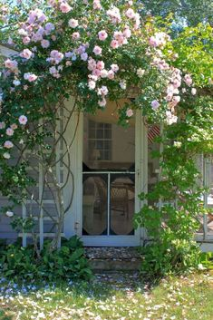 10 Ideas to Steal from English Cottage Gardens - Gardenista New Dawn Climbing Rose, Climbing Roses, Climbing Wall, Seaside Garden, Garden Cottage, Small Cottage Garden Ideas, Garden Villa, Garden Sheds, Tropical Garden