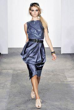 Costello Tagliapietra Spring 2009 Ready-to-Wear Fashion Show - Viktoriya Sasonkina