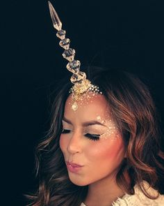 Unicorn horn: metallic silver party hat with sticker gems and flowers on it Unicorn Halloween Costume, Halloween Make Up, Halloween Party, Halloween Costumes, Halloween 2018, Horse Costumes, Fantasy Costumes, Halloween Crafts, Halloween Karneval