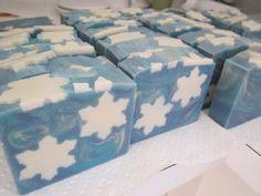Snowflakes! - www.jennifersoap.com Soap Making Recipes, Homemade Soap Recipes, Snow Soap, Soap Supplies, Christmas Soap, Organic Soap, Cold Process Soap, Home Made Soap, Handmade Soaps