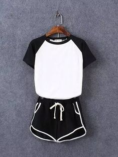 Color-block Short Sleeve Top With Elastic Waist Black Shorts Sport Fashion, Girl Fashion, Fashion Looks, Fashion Outfits, Womens Fashion, Cute Lazy Outfits, Summer Outfits, Casual Outfits, Cute Sleepwear