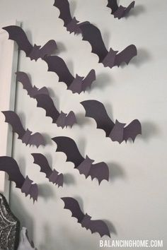 DIY: Halloween Paper bats: big impact on a shoestring Halloween Hacks, Halloween Dorm, Looks Halloween, Halloween Crafts For Kids, Holidays Halloween, Paper Halloween, Halloween Mantel, Adornos Halloween, Manualidades Halloween