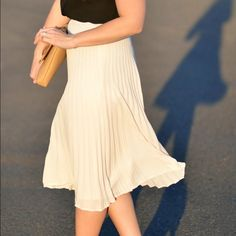 Forever 21 Blush Pleated Midi Skirt Only worn twice! In excellent condition!! Beautiful blush colored midi skirt. Size small. Overall length is 30 inches. Forever 21 Skirts Midi