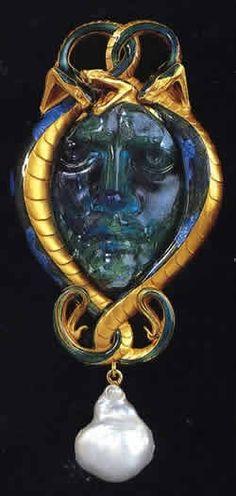 René Lalique. 1895 Pendant Medusa & Serpent. Enamel/ glass/ pearl. Sold: 566,500 USD  Elizabeth Taylor Estate, by Midnight Orchid