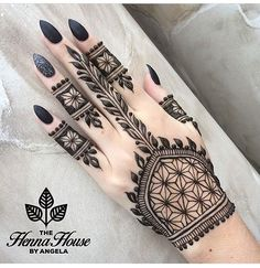FabAbsolutely in love with that leave designs... Henna @hennabyang