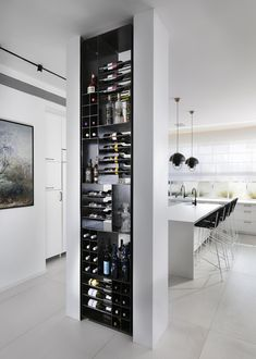 Galerie des Privathauses in Ramat Hasharon / Lilian Benshoam.-Galerie des Privathauses in Ramat Hasharon / Lilian Benshoam 11 Galerie des Privathauses in Ramat Hasharon / Lilian Benshoam 11 - Wine Rack Design, Wine Cellar Design, Küchen Design, Home Design, Design Ideas, Design Styles, Decor Styles, Modern Wine Rack, Modern Home Bar